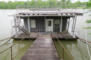 A houseboat on Destination America's BUYING THE BAYOU